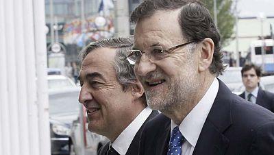 Rajoy dice a los empresarios que no va a cambiar su política económica porque está dando resultados