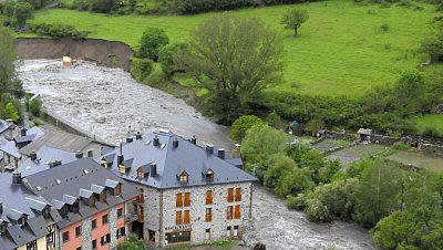 Unos 700 evacuados por las inundaciones en Lleida y Huesca