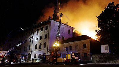 Incendio en El Castillo de Riga, edificio histórico y residencia oficial del presidente de Letonia