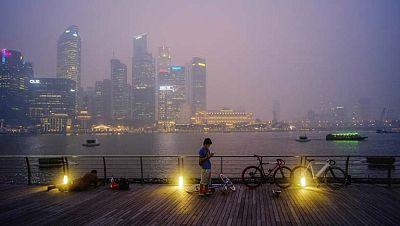 Singapur sigue cubierta por una gran nube de humo