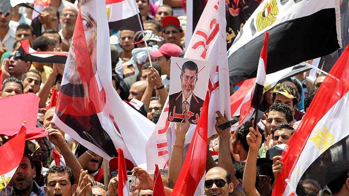 Miles de personas toman pacíficamente el centro de El Cairo