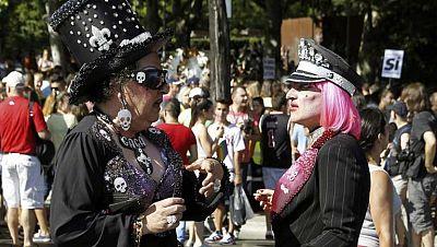 Las carrozas del Orgullo Gay recorren Madrid