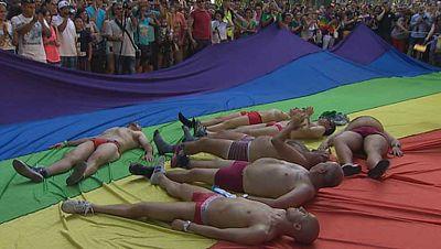 Alrededor de un millón de personas disfrutando del día del Orgullo Gay
