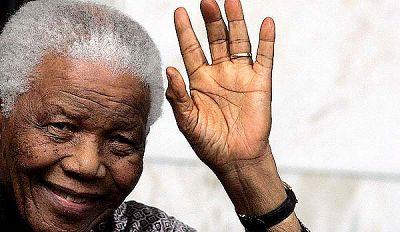 Nelson Mandela celebra en Londres su 90 cumpleaños.