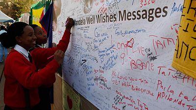 Sudáfrica celebra el Día de Mandela, que cumple 95 años después de seis semanas ingresado