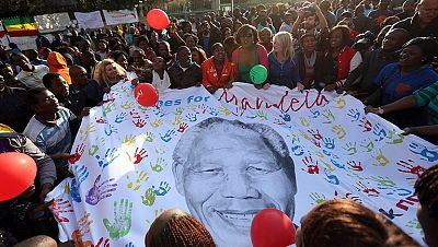 Nelson Mandela cumple 95 años y su estado de salud mejora