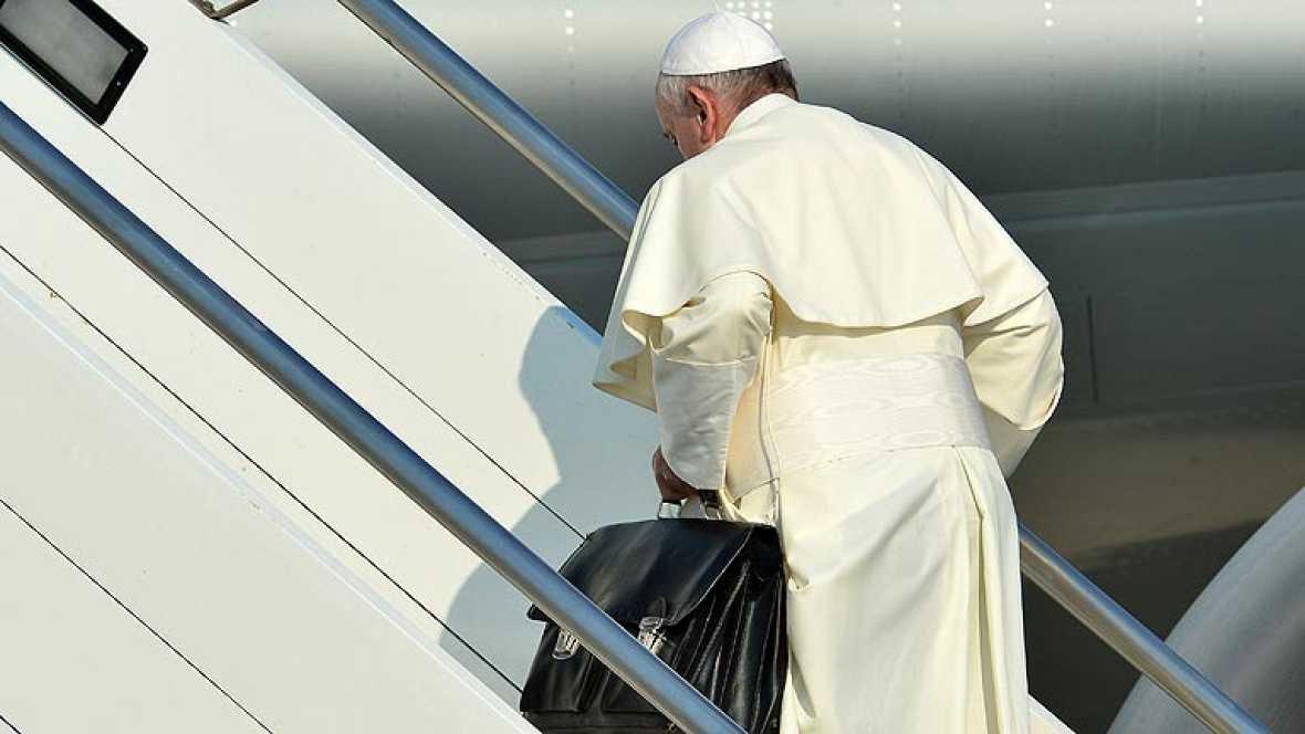 El papa emprende su viaje a Río de Janeiro