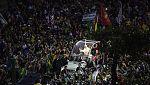 Más de un millón de jóvenes dan la bienvenida al papa en Copacabana