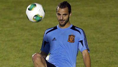 Roberto Soldado ya es oficialmente jugador del Tottenham inglés, que ha pagado los 30 millones de euros estipulados en la cláusula de rescisión del Valencia. El internacional español se despidió esta mañana de sus compañeros y viajará esta misma tard
