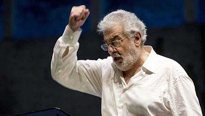 Plácido Domingo reaparece en Salzburgo tras recuperarse de una embolia