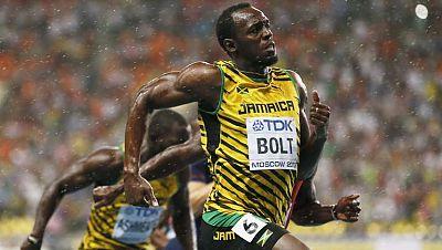 La película deportiva en el cine de verano era evidente...Corriendo bajo la lluvia..Protagonista absoluto: Usain Bolt, que llegó a la línea de salida con su paraguas invisible...Aunque como le pasa a Gene Kelly, enseguida le sobra.