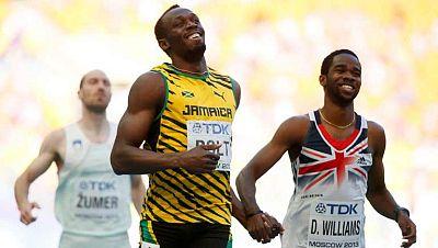 El velocista jamaicano Usain Bolt, que aspira a ganar en Moscú tres medallas de oro, ganó cómodamente la séptima y última carrera con 20.66. Tanto es así, que entró en la línea de meta riéndose.