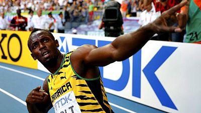 """Usain Bolt, el ser humano más rápido del planeta, consiguió hoy en Moscú su tercer título mundial consecutivo de 200 metros, su séptima medalla de oro en la historia del torneo, completando un """"hat trick"""" inédito con una marca de 19.66. Jamaica, que"""