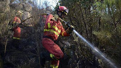 Dan por controlado el fuego de Tres Cantos, en Madrid, y baja la alerta en el de Zamora