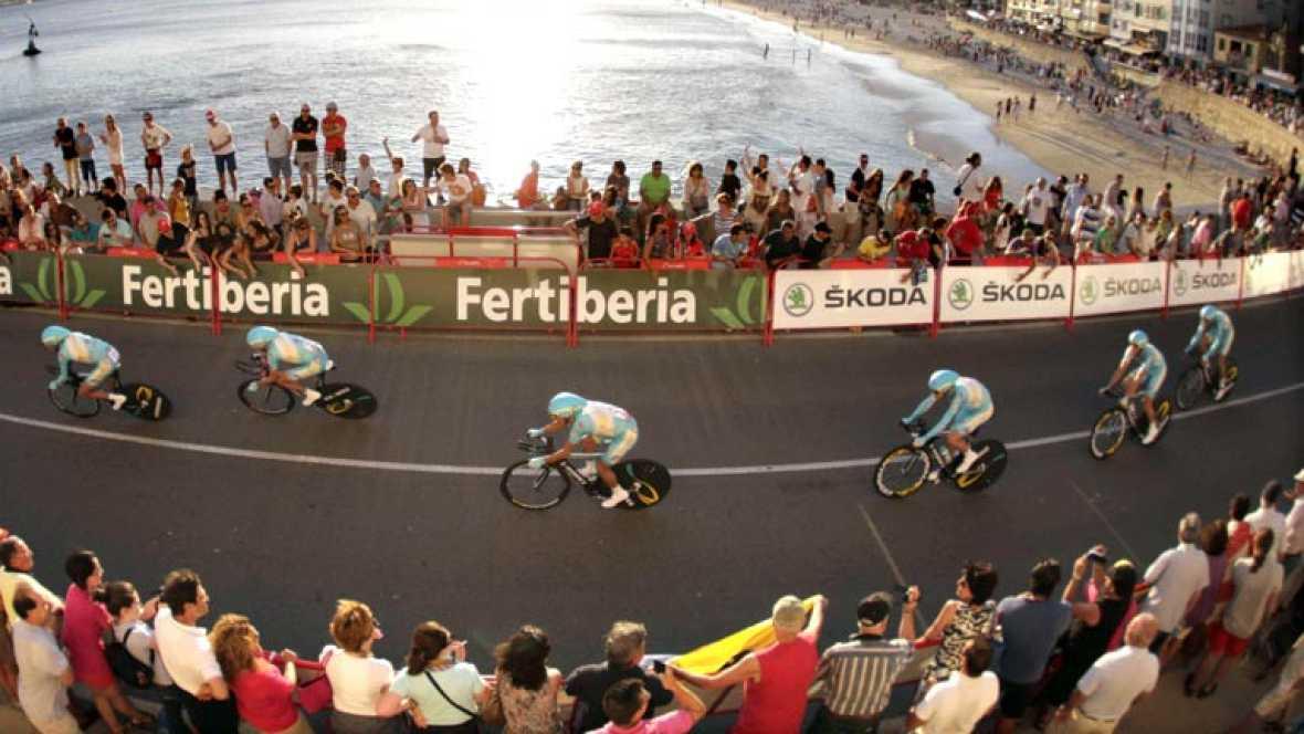 El ciclista esloveno Janez Brajkovic se ha convertido este sábado  en el primer líder de la Vuelta Ciclista a España 2013 tras la  victoria de su equipo, el Astana, en la primera etapa de la ronda  española consistente en una contrarreloj por equipos