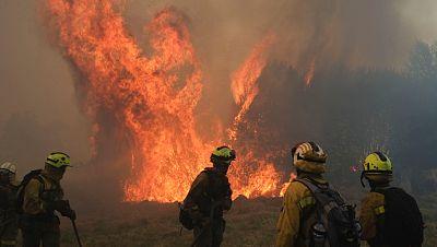 El incendio de Cualedro afecta a alrededor de 1.100 hectáreas y llega hasta Portugal