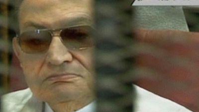Mubarak vuelve a sentarse en el banquillo