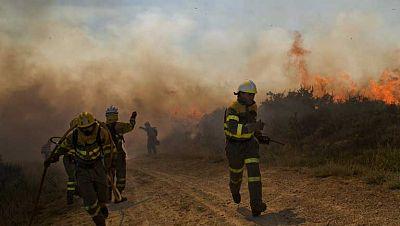 Continúa activo el incendio de Ourense,