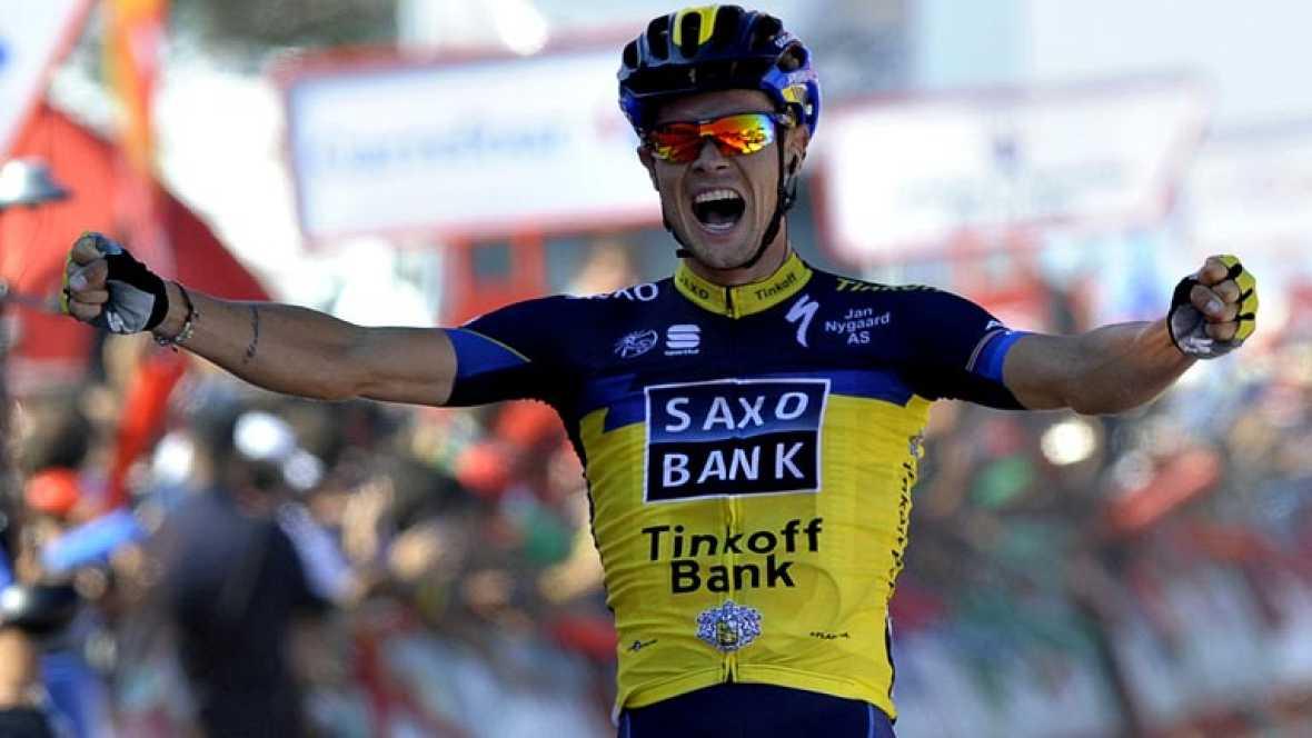 El irlandés Nicolas Roche, del equipo Saxo Bank, ha ganado la segunda etapa de la Vuelta a España, disputada entre Pontevedra y el Alto do Monte Da Groba, de 177,7 kilómetros, en la que el italiano Vincenzo Nibali (Astana) se vistió con la camiseta r