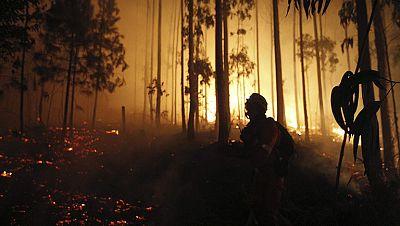 Un incendio en la provincia de A Coruña obliga a desalojar a cerca de 500 personas