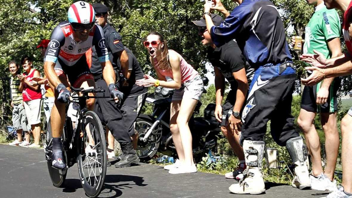 El especialista suizo sigue mostrando su potencial de cara al mundial, en la única crono individual de la Vuelta ha sabido imponerse al campeón del mundo Tony Martin.