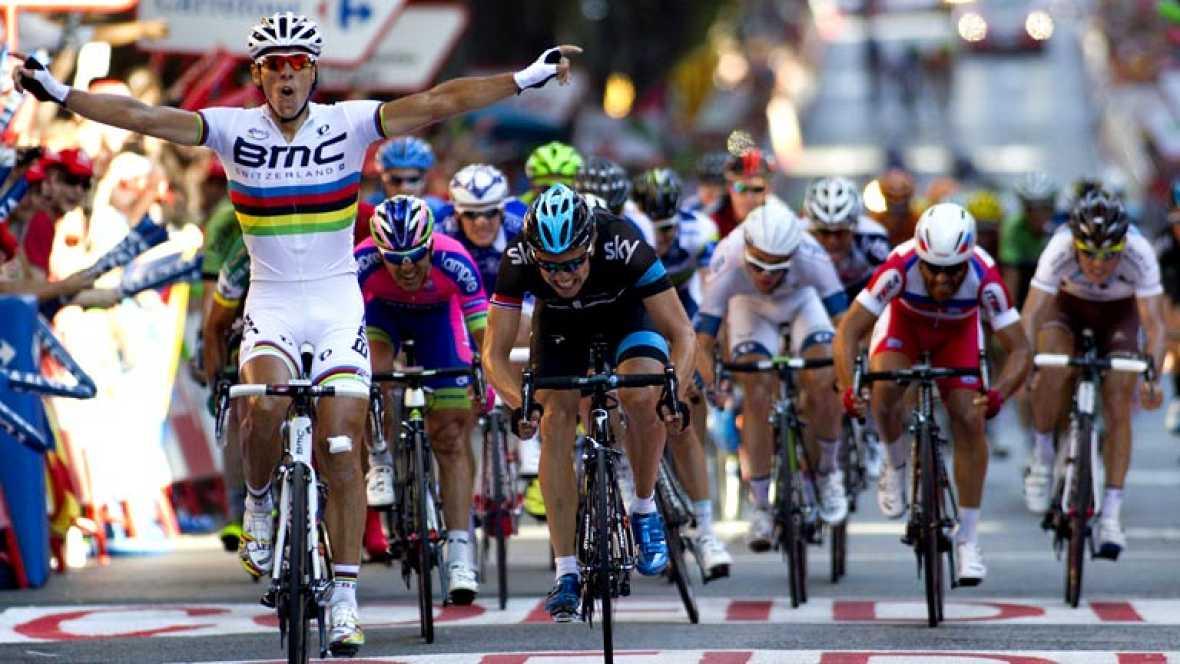 El belga Philippe Gilbert (BMC), campeón del mundo, ha ganado al esprint la undécima etapa de la Vuelta a España, disputada entre Maella y Tarragona, de 164,2 kilómetros, por delante del noruego Edvald Boasson Hagen (Sky), mientras que el italiano Vi