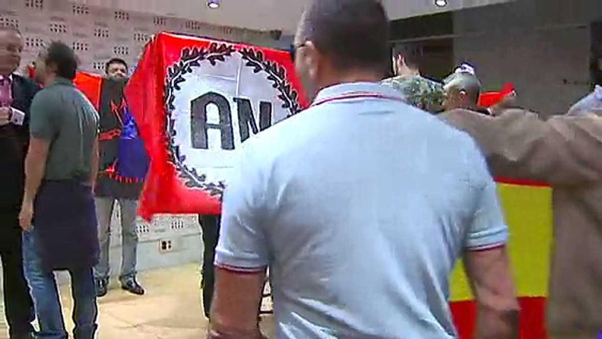 Un grupo de ultraderechistas irrumpe en un acto de la Diada en Madrid