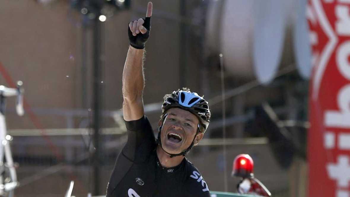 Vuelve a ver la ascensión completa a la cima cántabra en la que el bielorruso Vasil Kiryienka (Sky) se impuso en solitario la decimoctava etapa de la Vuelta disputada entre Burgos y Peña Cabarga, de 186,5 kilómetros, y el italiano Vincenzo Nibali (As