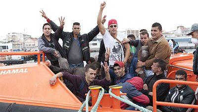 Continúa la búsqueda de 12 inmigrantes desaparecidos que viajaban en una patera cerca de Ceuta