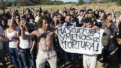 Partidarios y detractores del Toro de la Vega se enfrentan de nuevo en las campas de Tordesillas