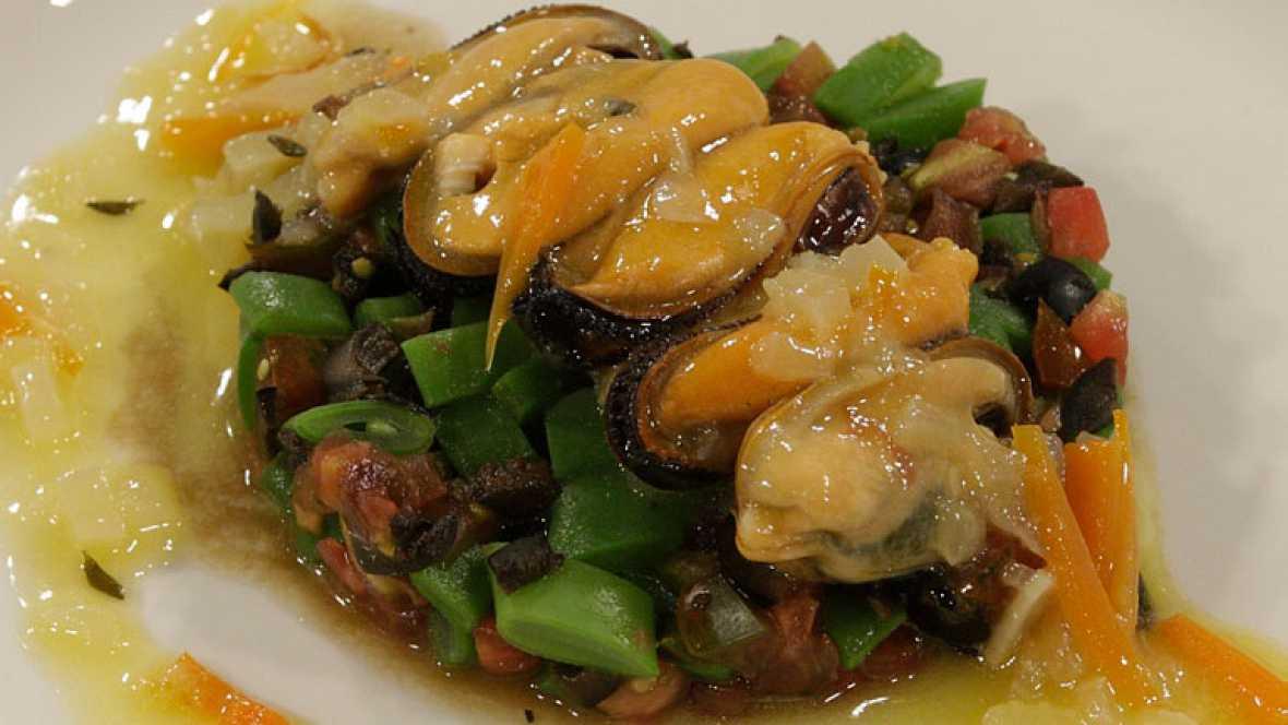 C mo preparar mejillones escabechados con ensalada de for Cocinar judias negras