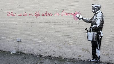 La policía busca al grafitero Banksy por vandalismo