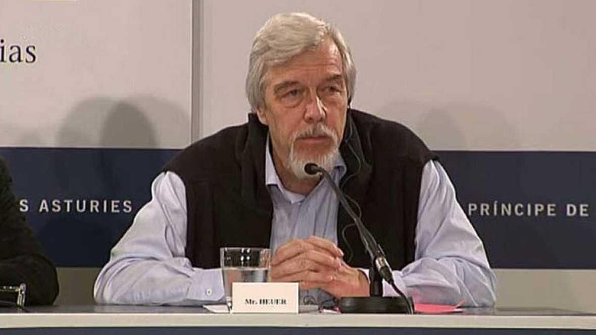 El director del CERN explica de forma básica el bosón de Higgs