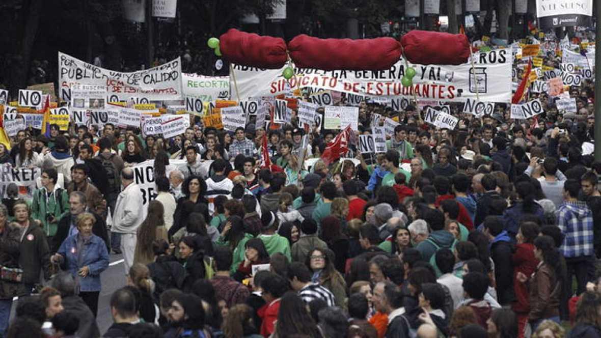Miles de personas se manifiestan en Madrid contra la LOMCE en la jornada de huelga