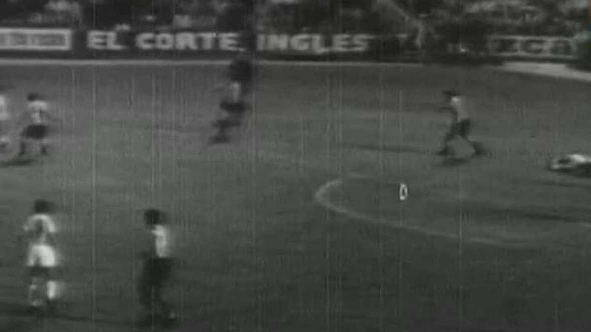Esta semana, repasa algunos de los partidos míticos de la historia de la Liga española de fútbol, con imágenes inéditas que en algunos casos han permanecido sin ver la luz durante décadas. Son encuentros cono el Sevilla - Sporting de Gijón, Barcelona