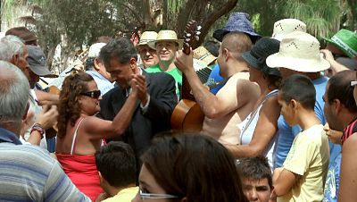 España a ras de cielo - Francis se da un buen chapuzón en la fiesta del Charco