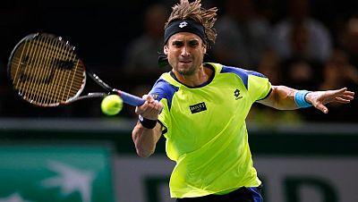 El español David Ferrer avanzó a los cuartos de final del Masters 1000 de París- Bercy, al derrotar al tenista local Gilles Simon por 6-2 y 6-3, en poco menos de 80 minutos. El tenista alicantino mejoró el nivel de su juego con respecto a la victori