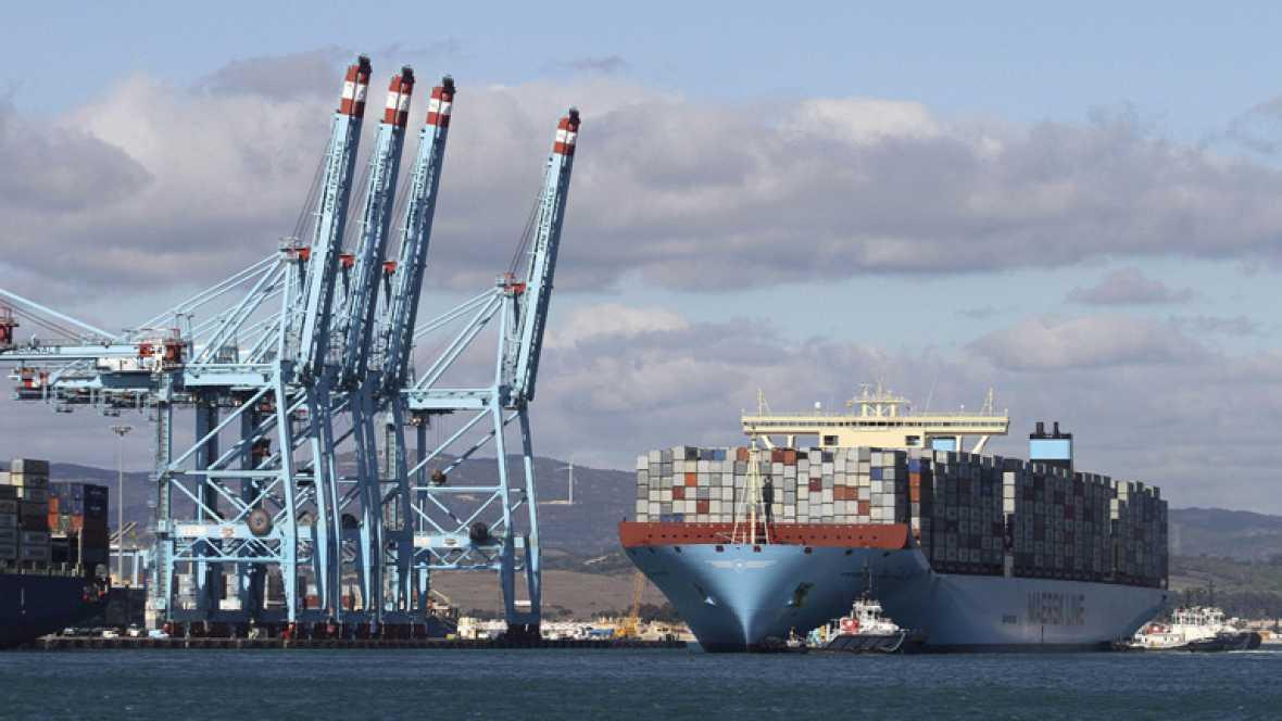 El carguero m s grande del mundo llega al puerto de algeciras telediario a la carta - Puerto de algeciras hoy ...