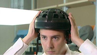 Un grupo de ingenieros de la Universidad Politécnica de Valencia desarrolla un casco plegable para bicicleta