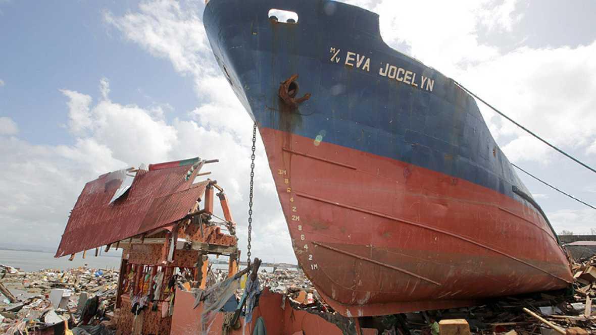 Filipinas cifra en más de 10.000 las víctimas por el tifón Haiyan