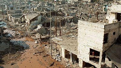 El conflicto civil liban�s se vuelve en 1987 contra los refugiados palestinos y sus campamentos de Beirut. El Movimiento Amal, de origen chi�, ataca a los palestinos con apoyo de Siria y la aviaci�n israel�.