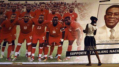 """Cinco millones de euros. Es la cifra que los jugadores de la selección de fútbol de Guinea Ecuatorial se embolsarán si este sábado consiguen derrotar a España, que visita Malabo en una cita amistosa calificada de """"histórica"""" por el Gobierno ecuatogui"""