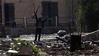 Reportaje sobre las relaciones de Iran e Irak, dos hermanos musulmanes que vivieron una cruenta guerra con más de un millón de muertos y heridos, además de 80.000 prisioneros de guerra.