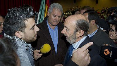 Rubalcaba suspende su conferencia en la Universidad de Granada por las protestas del 15M
