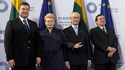 Georgia y Moldavia han suscrito este viernes sendos preacuerdos de asociación con la Unión Europea (UE) en una ceremonia solemne celebrada en el centro de congresos y exposiciones Litexpo, en Vilna (Lituania), que acoge a la tercera cumbre de la UE y