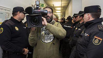 La televisión autonómica valenciana deja de ermitir a las 12,19 horas tras el desalojo de sus trabajadores