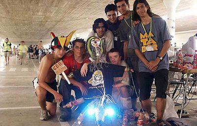 Los 'cibervoluntarios' toman la Campus (2002)