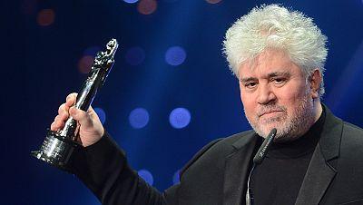 Almodóvar recibe el premio de honor del cine europeo