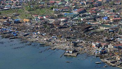 Un mes del paso de Haiyán por Filipinas