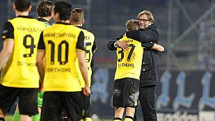El Dortmund aparta al Nápoles de octavos en el descuento